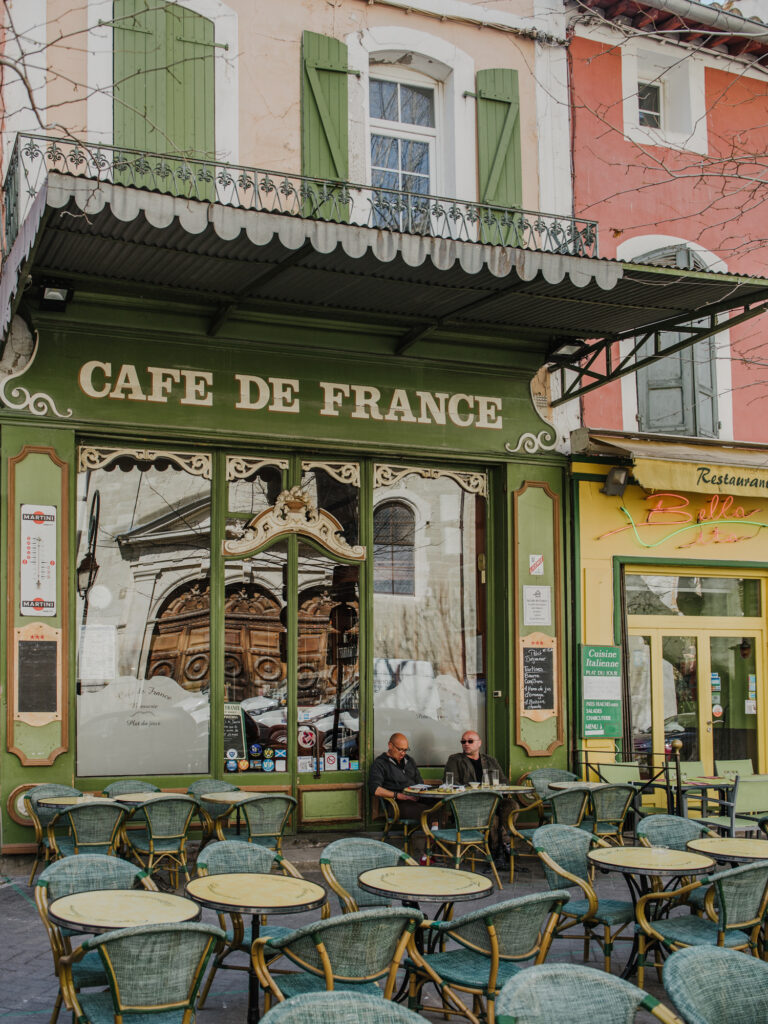 Food Options in l'Isle-sur-la-Sorgue - Cafe de France